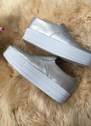 Кожаные серебристые слипоны / мокасины / туфли кожа серебро