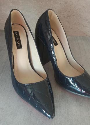 Синие лаковые туфли для золушки