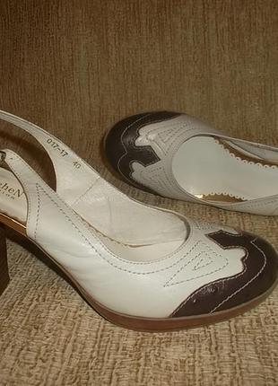 Кожаные туфли на устойчивом каблуке с открытой пяточкой стелька 26 см.