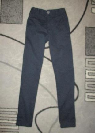 Темные котоновые штанишки(slim) фирмы некст на 11 лет