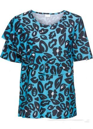 Яркая блузка со стильным принтом