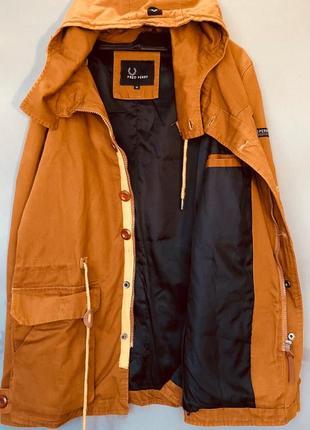 Дуже класна куртка fred perry з капішоном