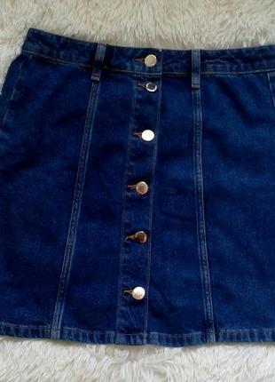 Крутая джинсовая юбка с пуговицами