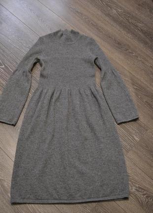 Красивое шерстяное платье серого цвета