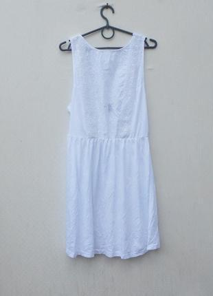 Белое летнее нарядное трикотажное платье с кружевом из хлопка и вискозы