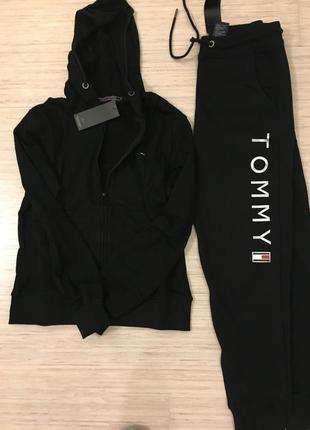 Коттоновый костюм tommy hilfiger с молнией размер s и м