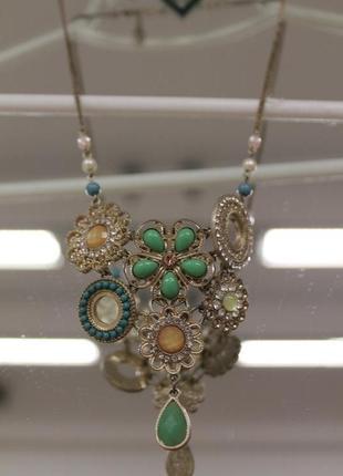 Ожерелье с цветами из бусин и камней accessorize
