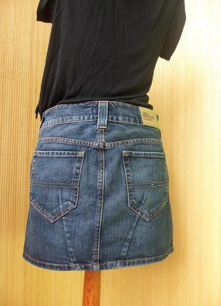 Джинсовая юбка мини  с потертостями tommi hilfiger3
