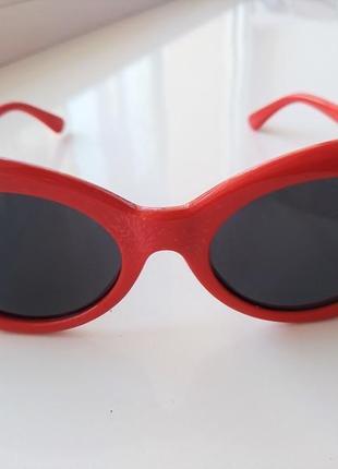 В подарок к покупке очков или бижутерии красные солнцезащитные очки овальные кобейны