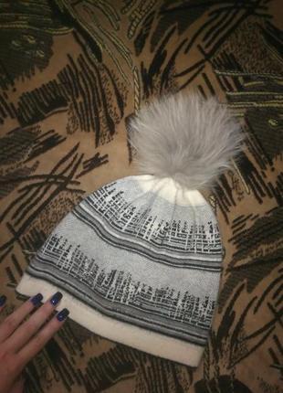 Красивая шапка с блёстками на ангоре
