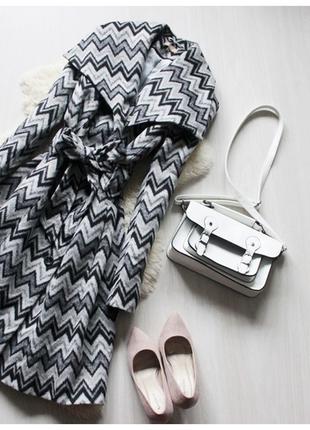 Осеннее, весеннее, демисезонной серое кашемировое пальто с красивым геометрическим узором