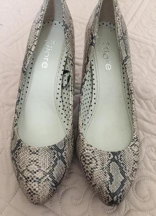 Туфли рептилия/ туфли на среднем каблуке 38-39 размер