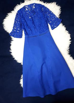 Красивое платье из плотной ткани