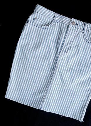 Джинсовая юбка-карандаш в полоску