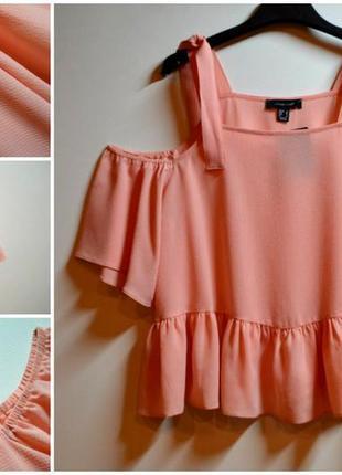 Новая свободная блуза с воланами ,с вырезами на плечах