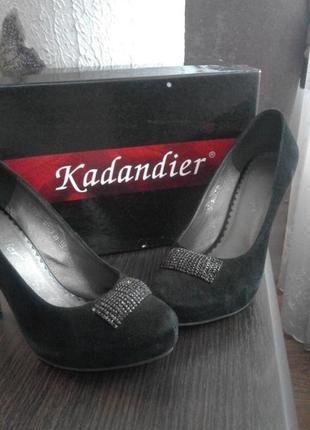 Туфли замшевые на каблуке!