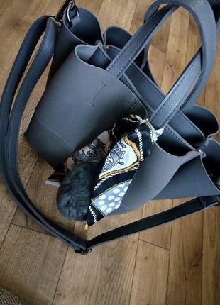 Стильная сумка шопер с платком и меховым помпоном