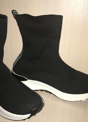 Стильные кросовки носок..37 стелька 23,24.мегу удобные и стильные .... на пене