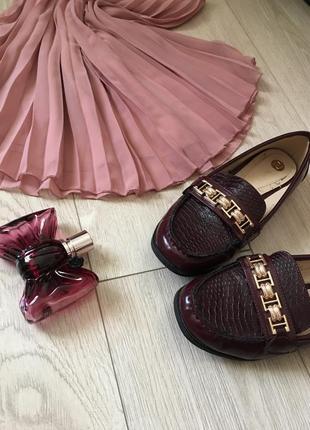Стильные туфли с цепочкой