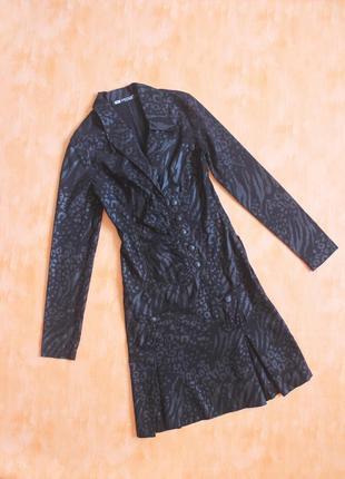 Платье черное с воротником