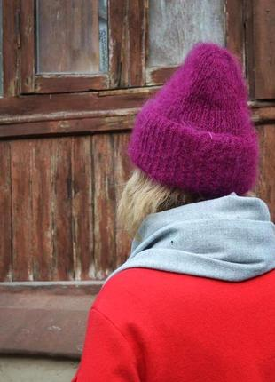 Шерстяная объемная шапка с отворотом цвета фуксия