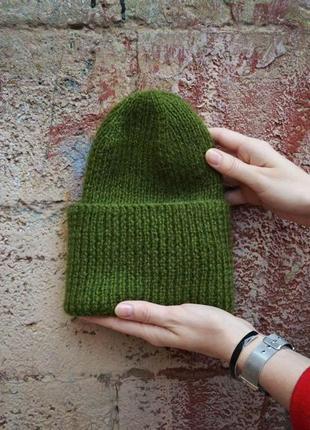 Шерстяная зеленая шапка с отворотом