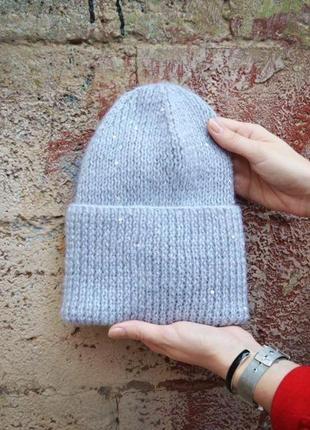Серая шерстяная шапка с отворотом в пайетках
