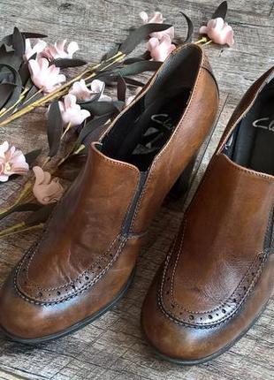 Полуботинки,закрытые туфли/ботильоны от clarks/коричневые/кожа-40р