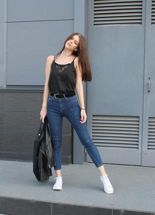 Темно-синие джинсы скинни с высокой посадкой