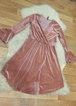 Трендовое бархатное платье пудра