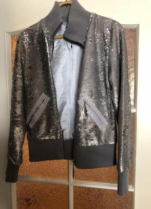 Новая куртка бомбер с пайетками