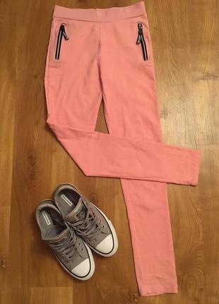 Рожеві штани легенси