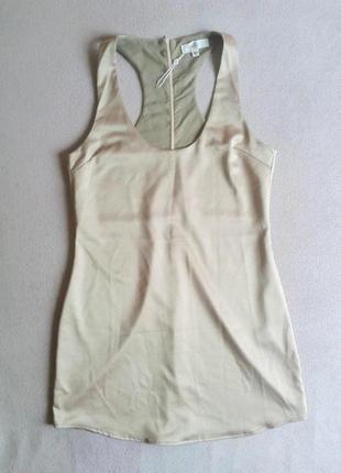 Нюдовое шёлковое коктейльное платье в бельевом стиле