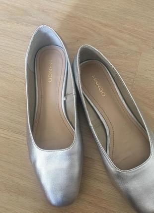 Серебрестые туфли mango
