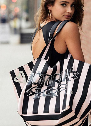 Стильная сумка в полоску tote от victoria's secret