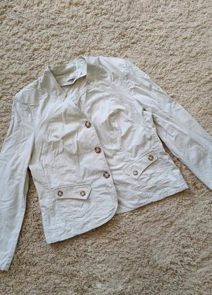 Пиджак светло-бежевый