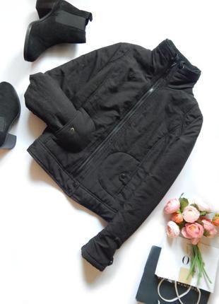 Черная базовая укороченная куртка объемная демисезонная на синтепоне