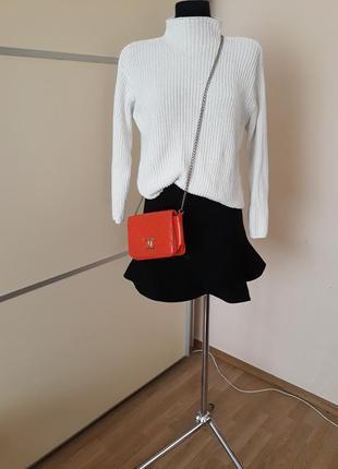 Стильный комплект юбка с воланом и свитер крупной вязки оверсайз