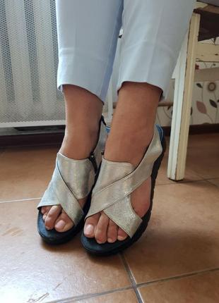 Сріблясті босоніжки
