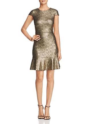 Невероятно роскошное золотое платье для королевы