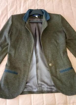 Теплый пиджак с латками на рукавах от sezone