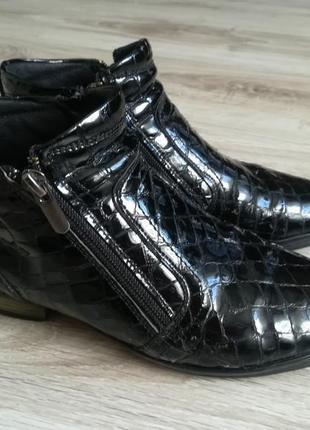 Лаковые ботинки на низком ходу!