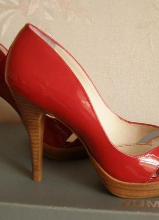 Офигенные красные туфли