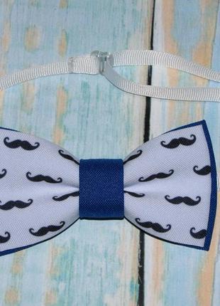 Галстук бабочка синяя принт усы