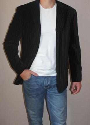 Красивый вилюровый пиджак dkny размер l