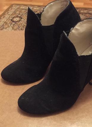 Замшевые ботинки на шпильке zara