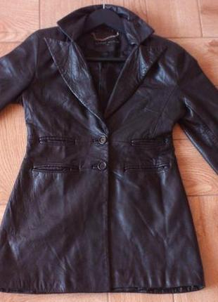 Кожаный женский костюм от английского бренда karen millen