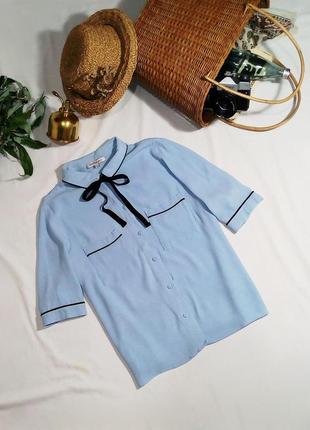 Блуза в пижамном стиле с актуальным бантом