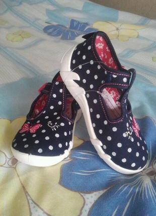 Детская обувь.тапки.босоножки 20.22 и 25 размер