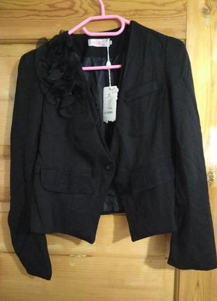 Новый нарядный жакет пиджак с красивым декором воротника